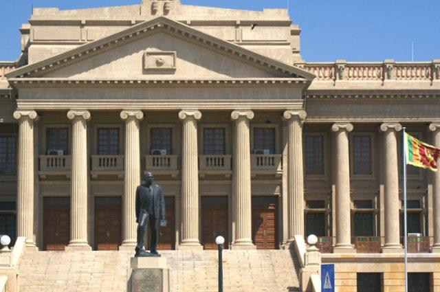 Президентский дворец и памятник