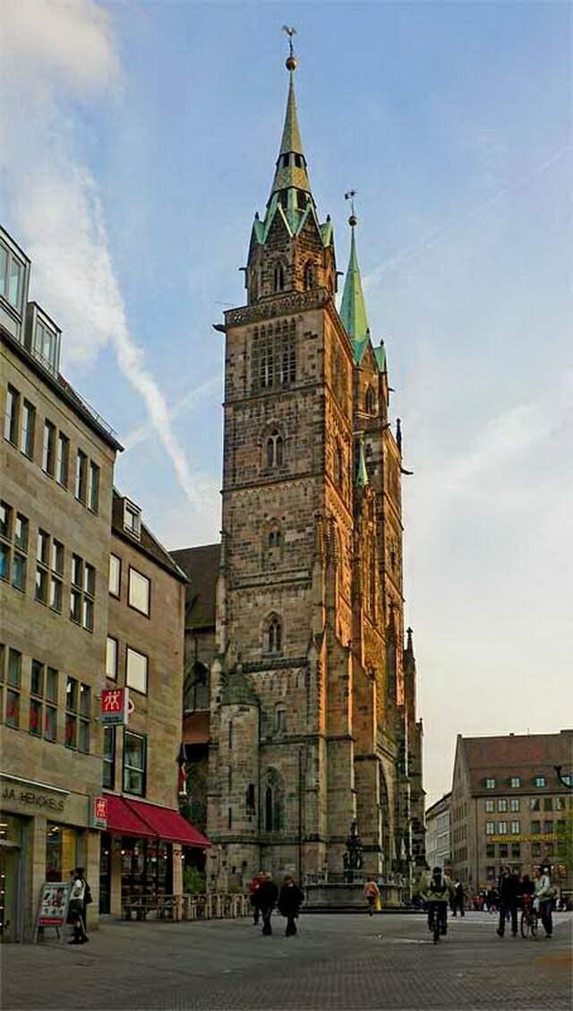 Церковь св. Лаврентия вид сбоку