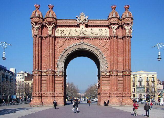 Триумфальная арка в Барселоне – пример архитектуры в неомавританском стиле