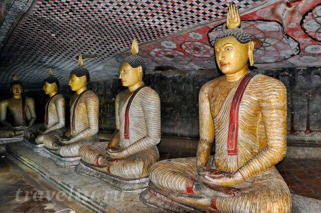 В пещерном храме Дамбулла