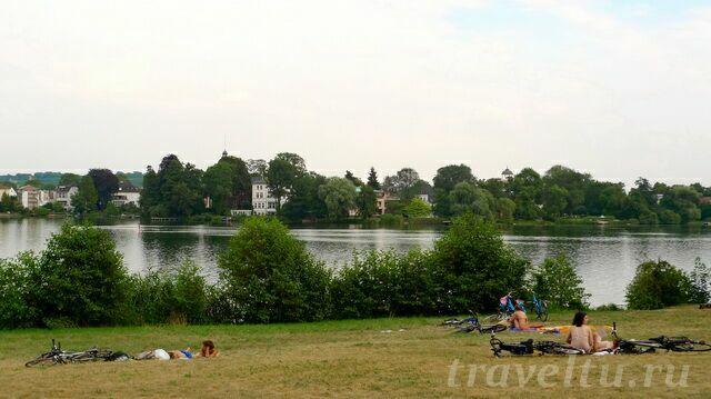 Велосипедисты отдыхают в Новом парке