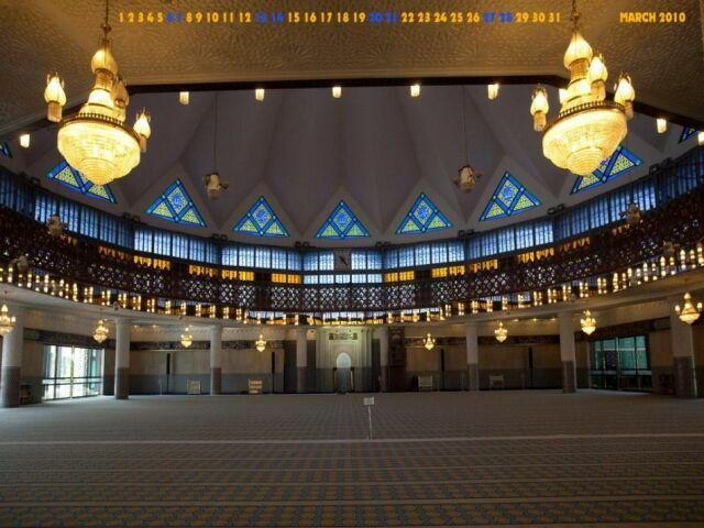 vnutri-yatsionalnoy-mecheti-masjid-negara