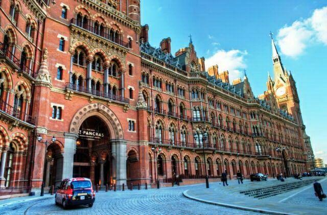 Вокзал Сент-Панкрас в Лондоне в викторианском стиле