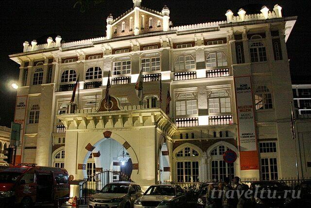 Музей национальной истории ночью
