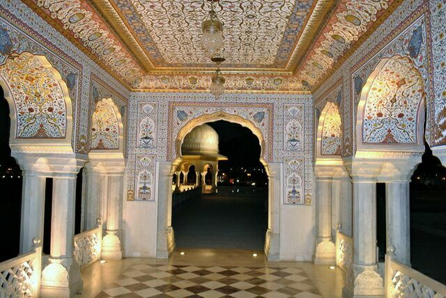 Ночь во дворце