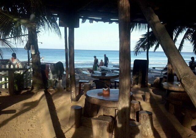 Uppuweli кафе на берегу