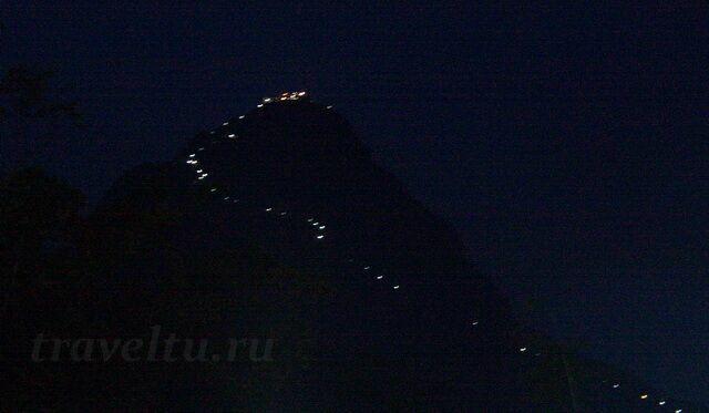 Шри Пада ночью