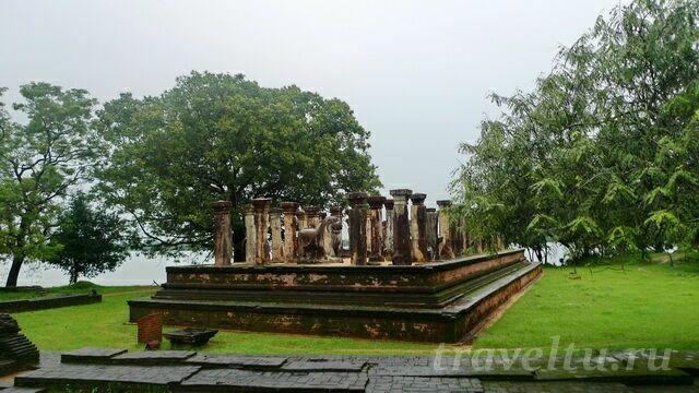 skulpturyi-hramyi-dvorets-1