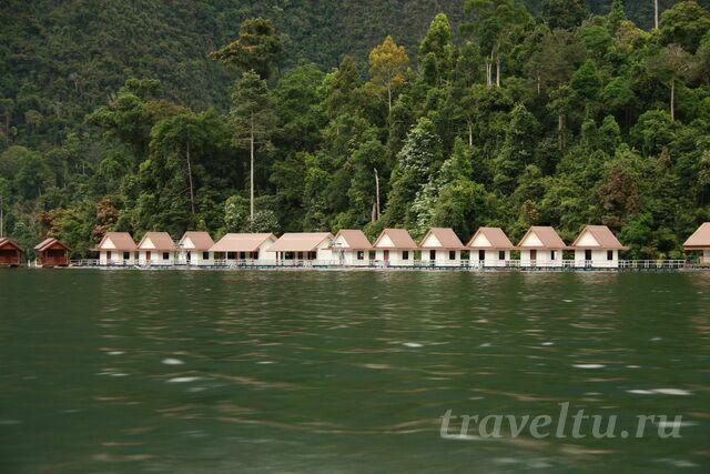 Рафтхаус на озере Чео Лан