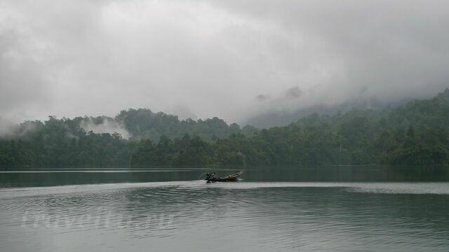 Облака над озером Чео Лан