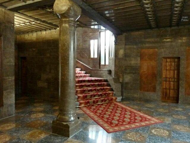 Интерьер дворца Гуэля