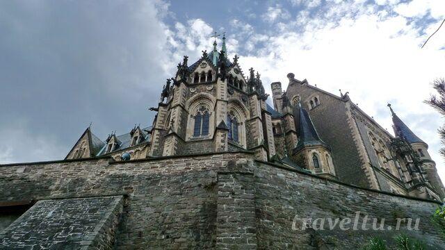 Сам замок небольшой, сейчас в нем находится музей.