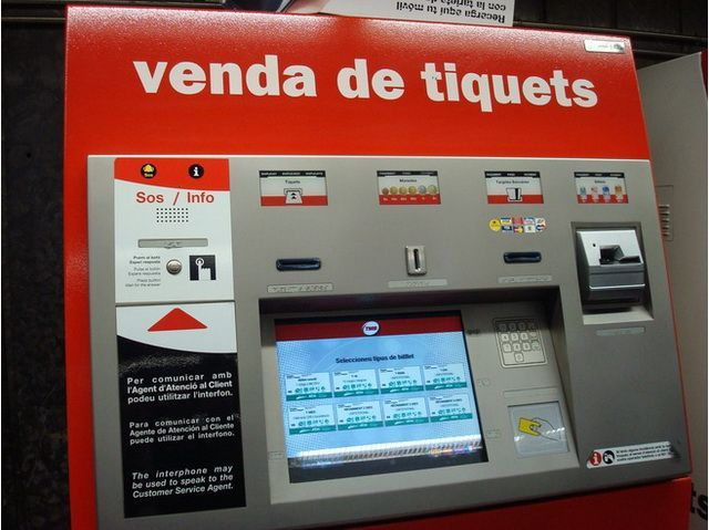 Автомат по продаже билетов аэропорт Барселоны